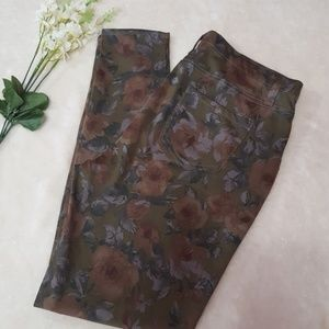 Floral jeggings.  NWOT Faded Glory size large.